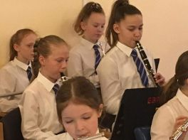 Junior Choir and Band Spread Festive Cheer